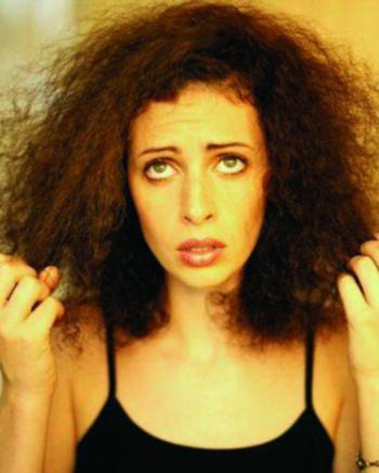 el cabello dañado