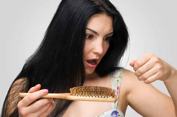 Que humedece que alimenta que restablece la máscara para los cabellos